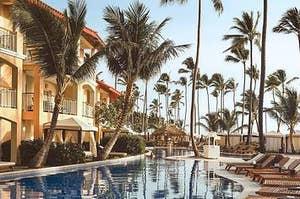 Resort Swimming Pool / reisetopia.de / Unsplash / https://unsplash.com/photos/VZUazRp0A1o