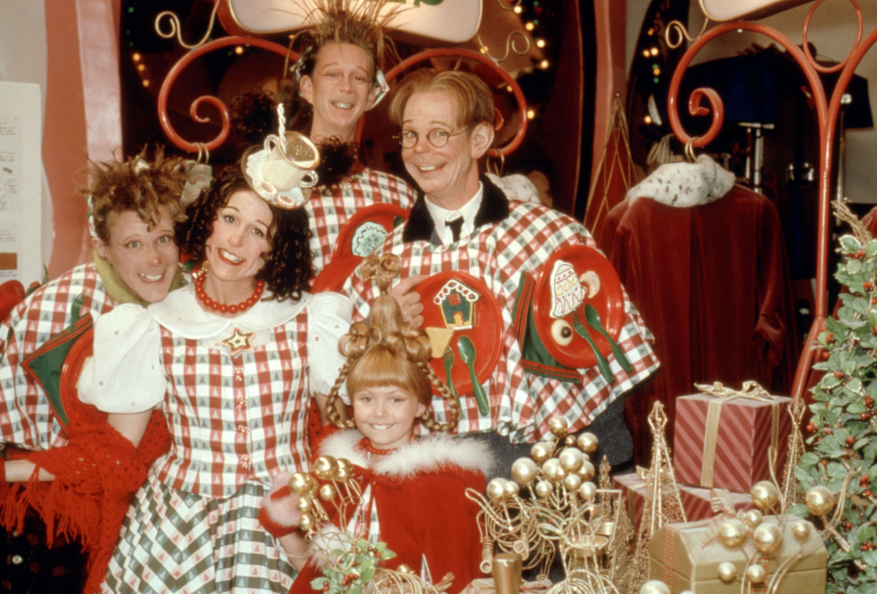 Jeremy Howard, Molly Shannon, TJ Thyne, Taylor Momsen, and Bill Irwin gather together for a Christmas photo