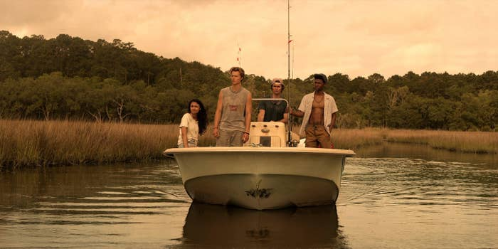 Madison Bailey, Rudy Pankow, Chase Stokes, Jonathan Daviss in Outer Banks