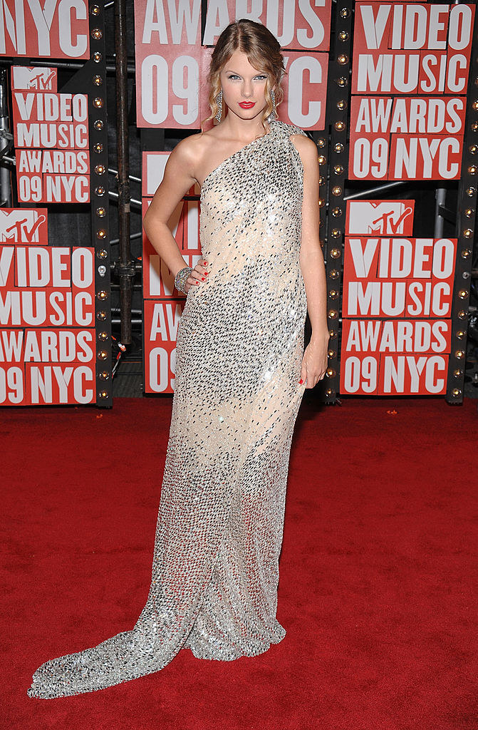 Photo of Taylor Swift in a sparkly gown at the 2009 VMAs
