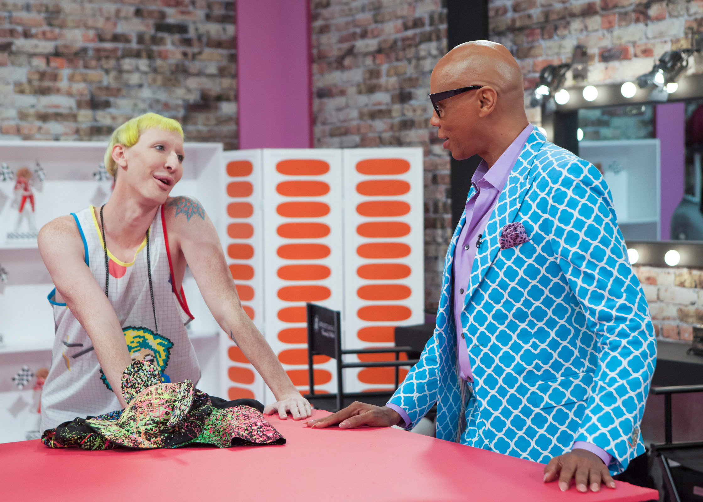 RuPaul talks with Detox in the work room