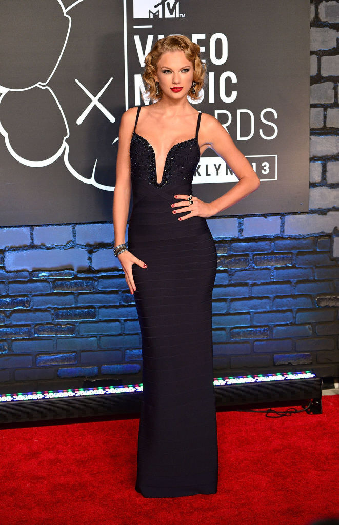 Photo of Taylor Swift at the 2013 VMA red carpet