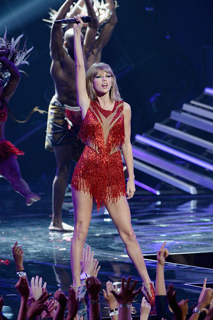 Taylor Swift in a red sparkly performance outfit at the 2015 VMAs