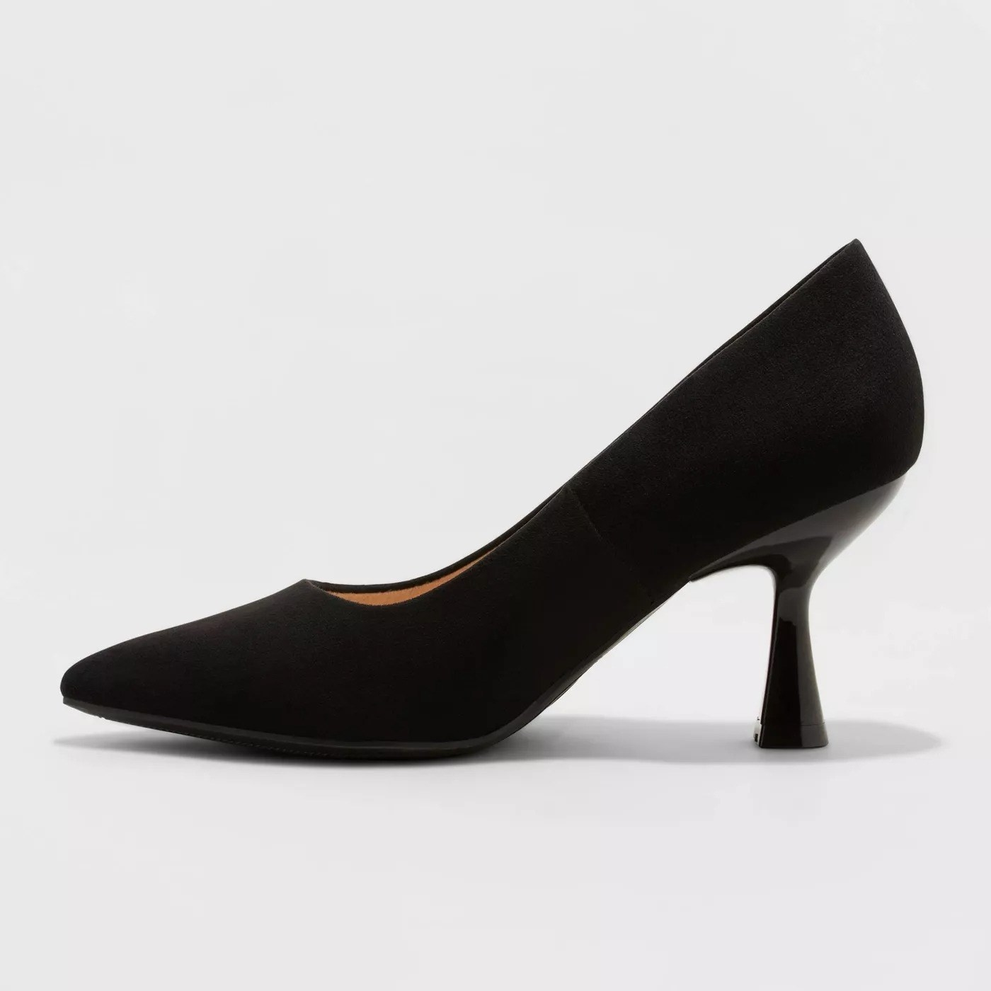 The black pump with a block heel
