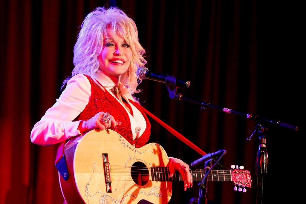 """Dolly Parton Used Her """"I Will Always Love You"""" Royalties To Pay Homage To Whitney Houston"""