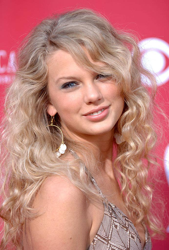 Close-up of Taylor on the red carpet