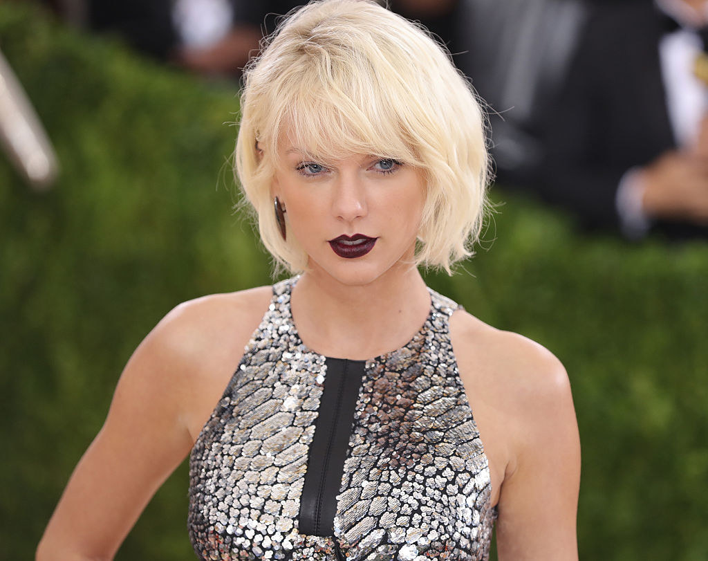 Taylor at the Met Gala with bleached short hair