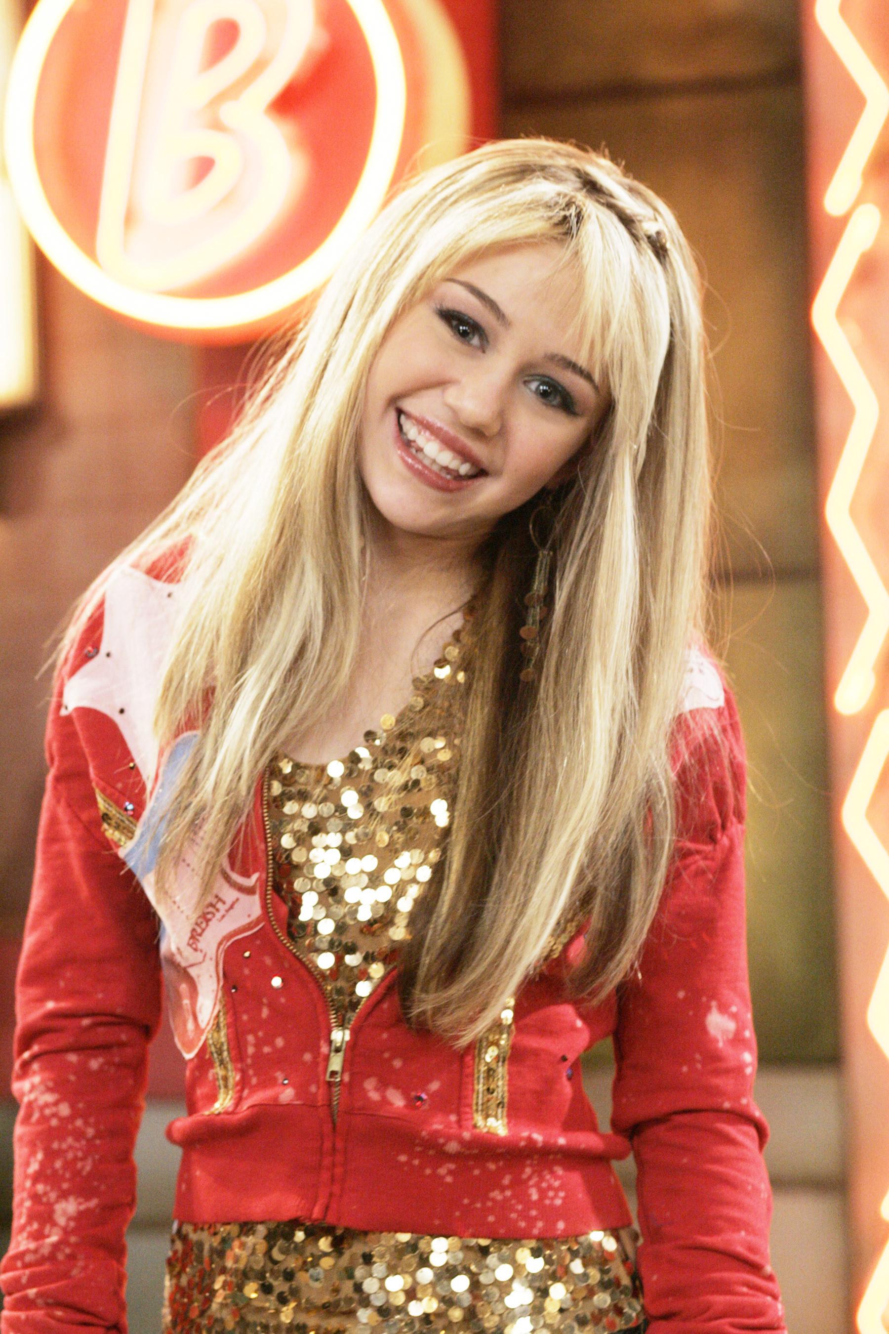 Miley as Hannah on the show