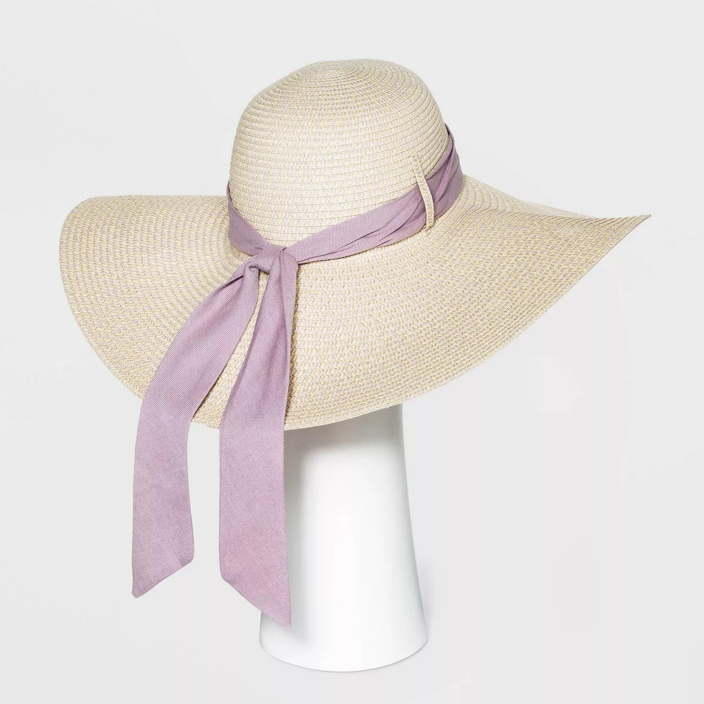 Light beige hat with straw-like texture with a removable lavender bow
