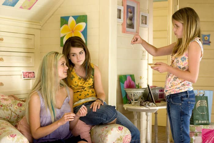 Sara Paxton, Jo Jo, and Emma Roberts talking