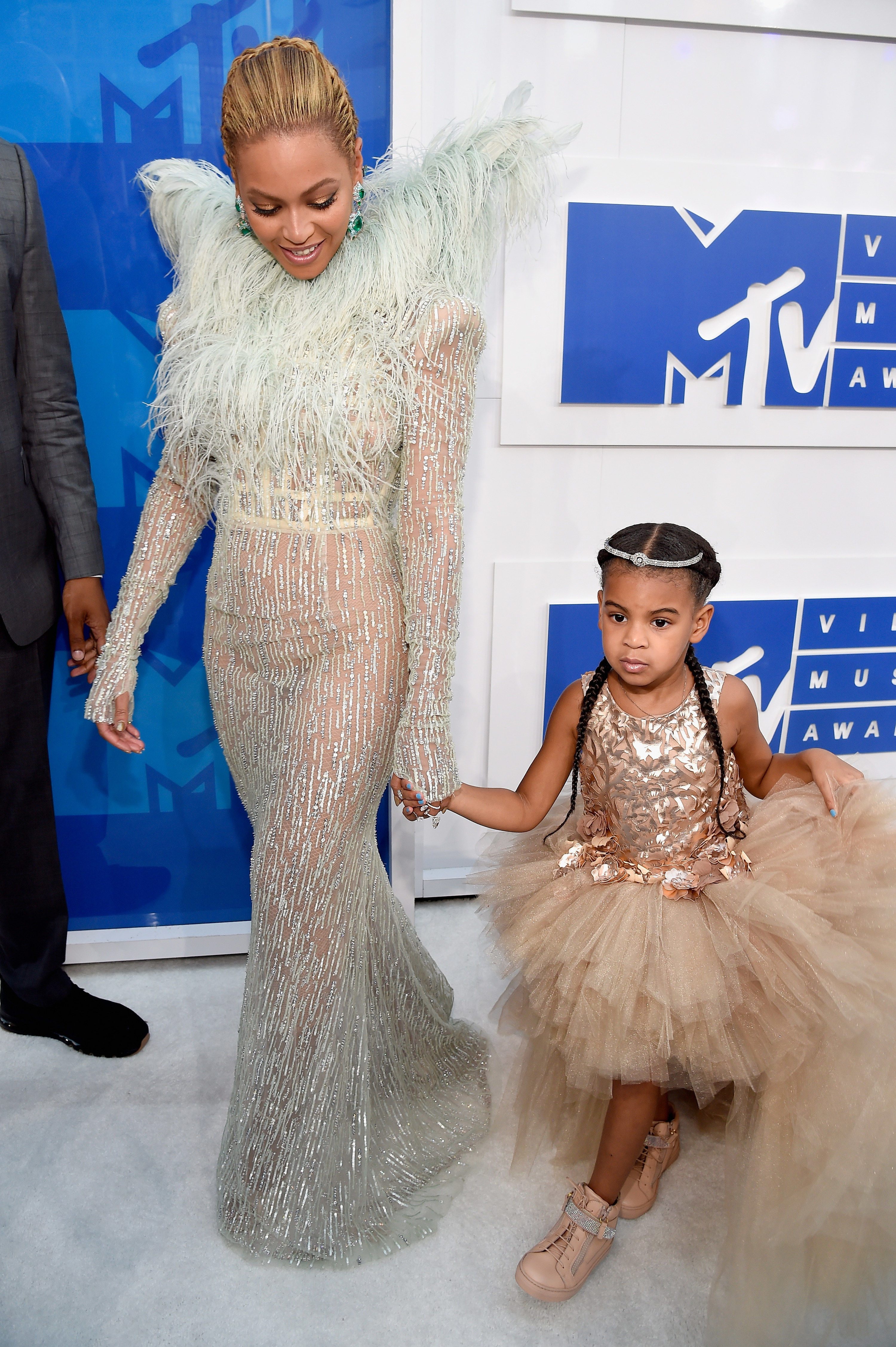 Beyoncé and Blue Ivy at the Video Music Awards in 2016