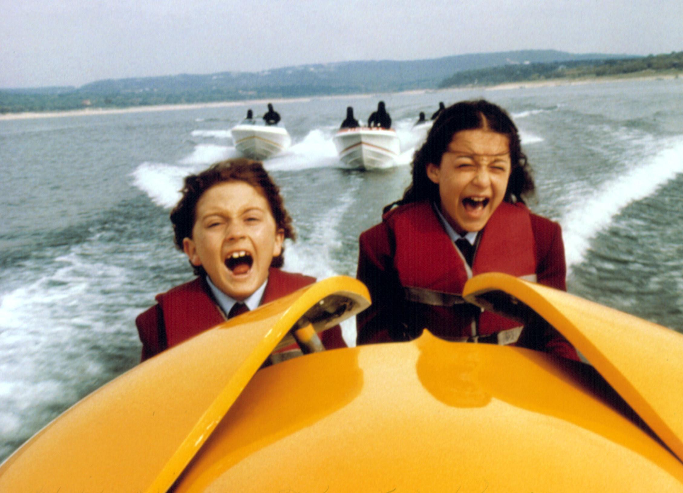 Daryl Sabara and Alexa Vega screaming on a boat.