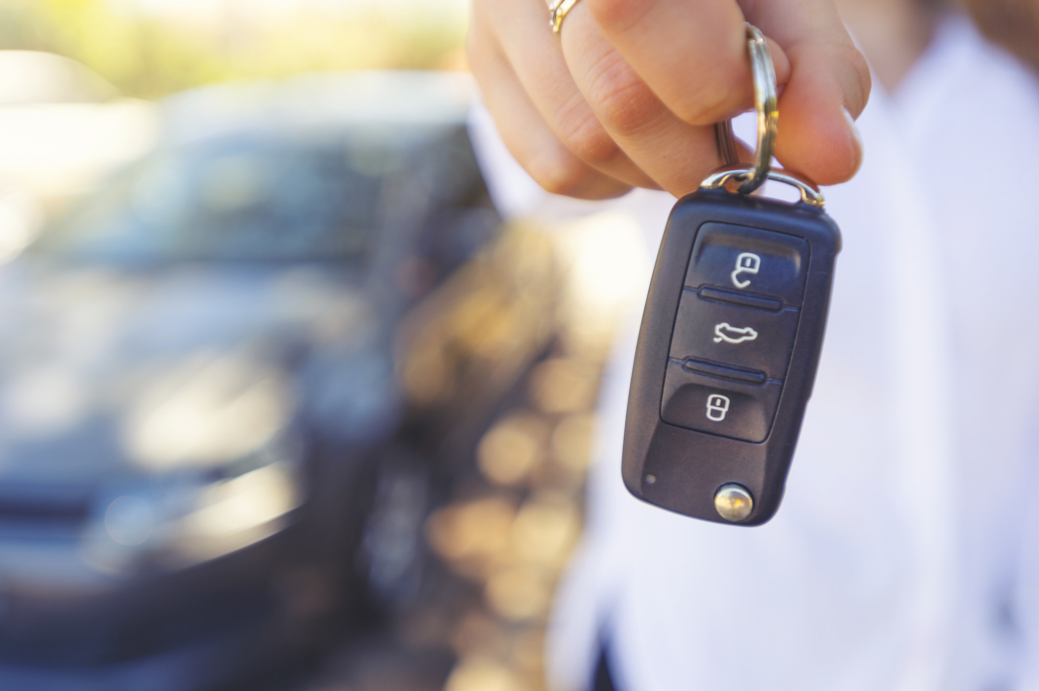 Someone holding the keys to a car.