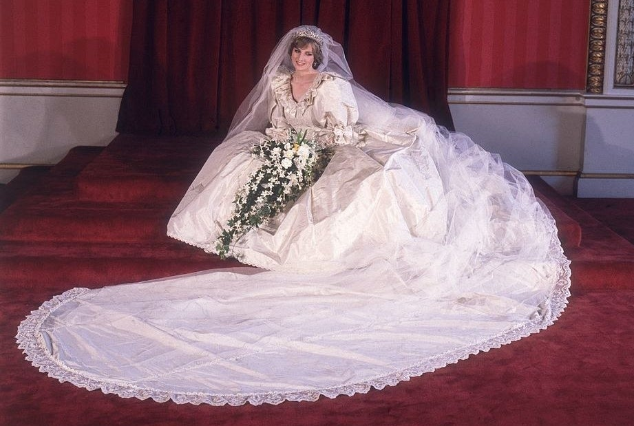 Princess Diana posing in her wedding gown