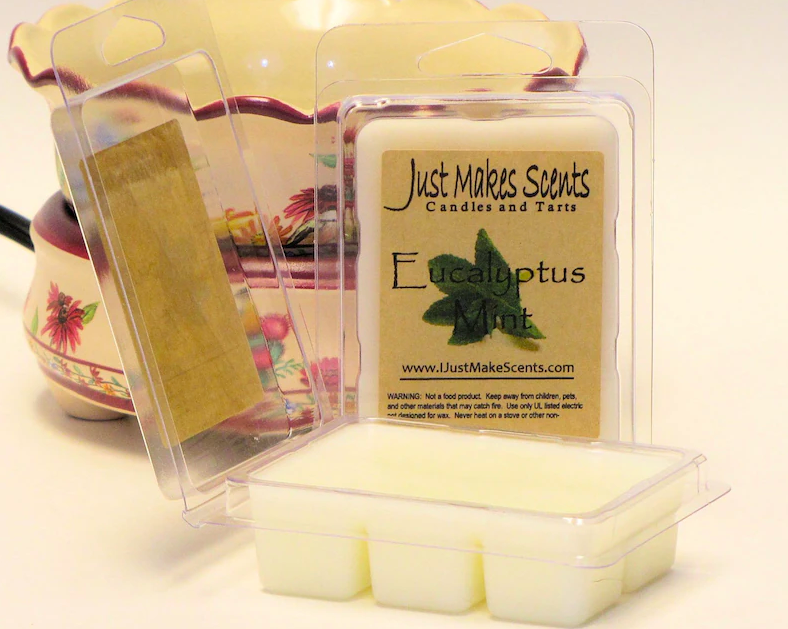 size wax melts in a eucalyptus mint scent