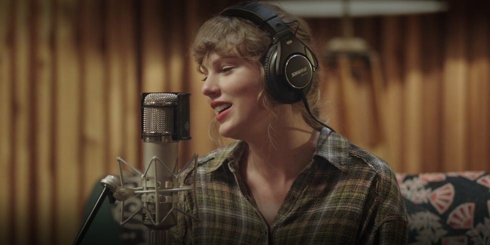 Taylor Swift sings into a microphone