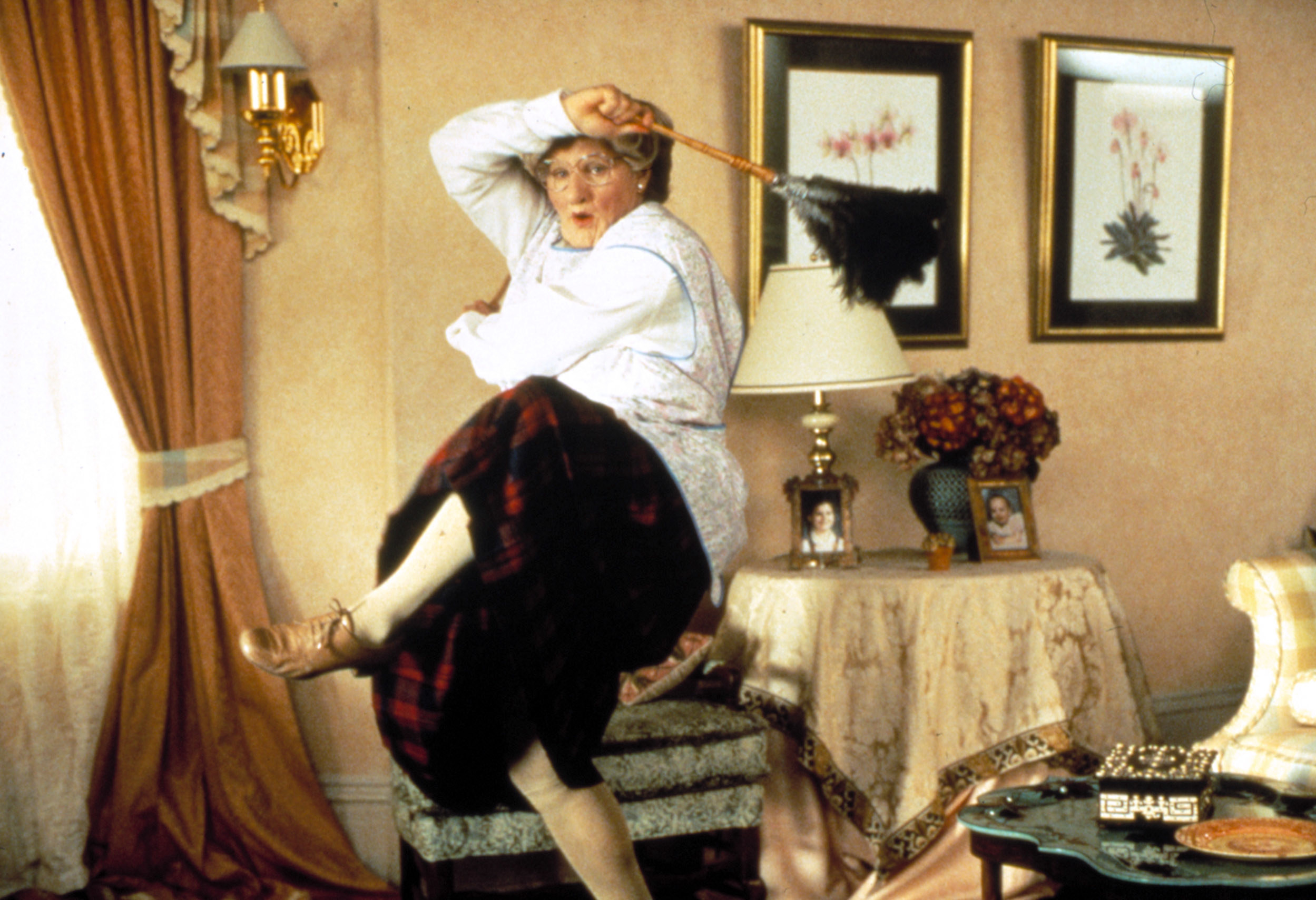 Robin Williams dances while dressed as an older woman nanny