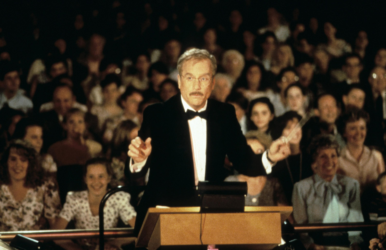 Richard Dreyfuss conducts an orchestra