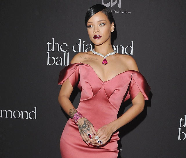 Rihanna arriving on the red carpet for the Diamond Ball