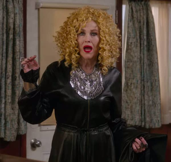 30 Iconic Facts From Wardrobe Departments Of Popular TV Shows