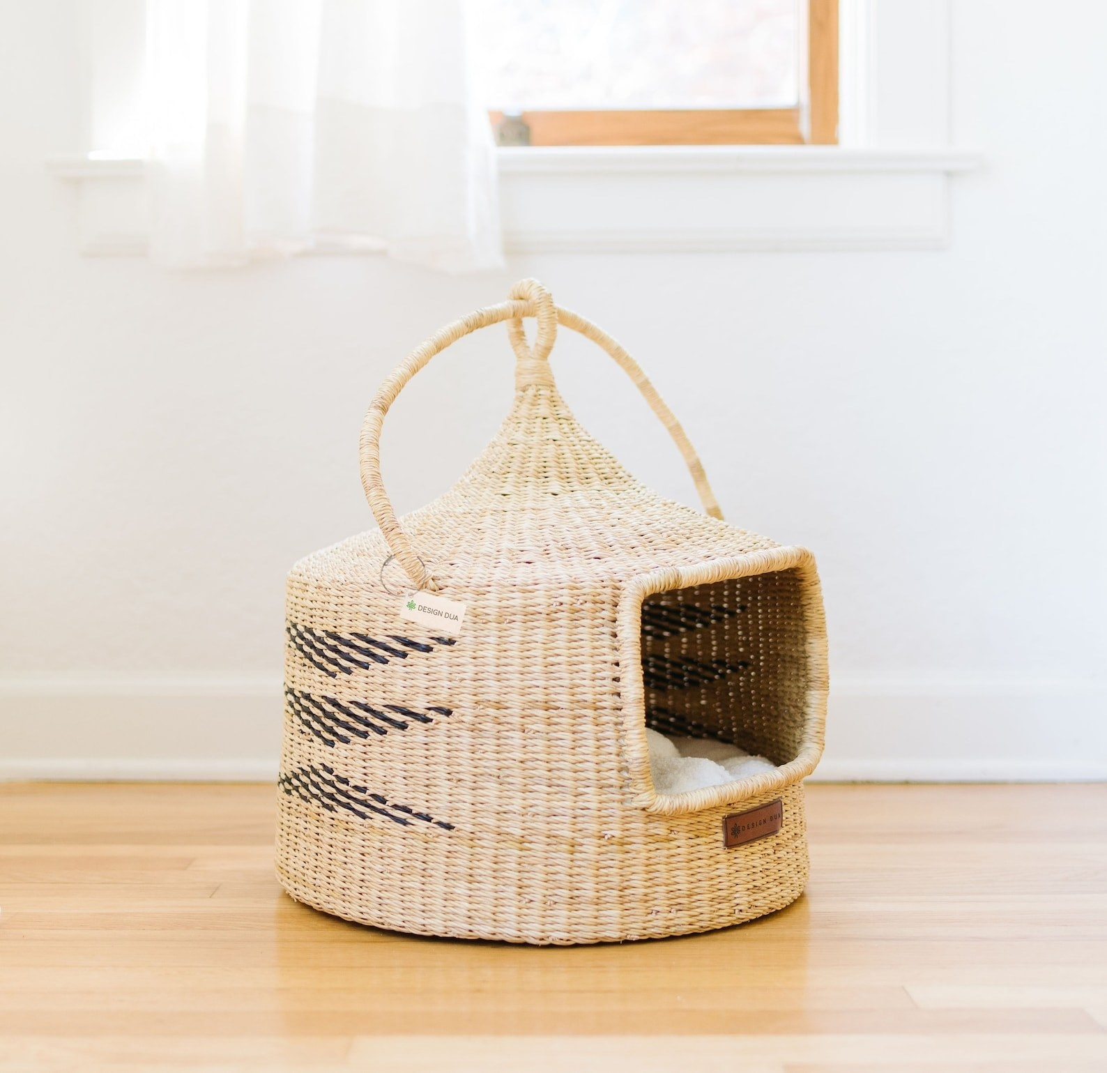 the woven cat lounger