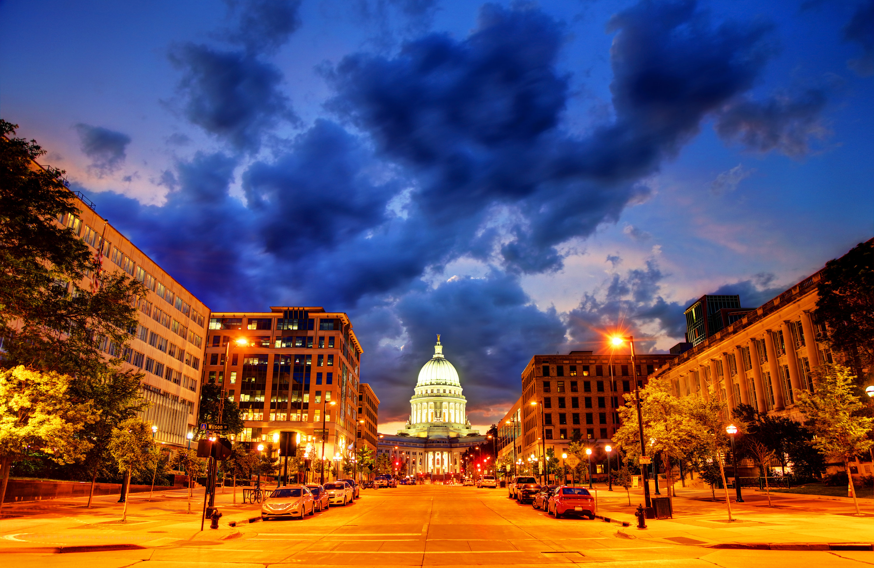 Night shot of the capital building in Madison, Wisconsin