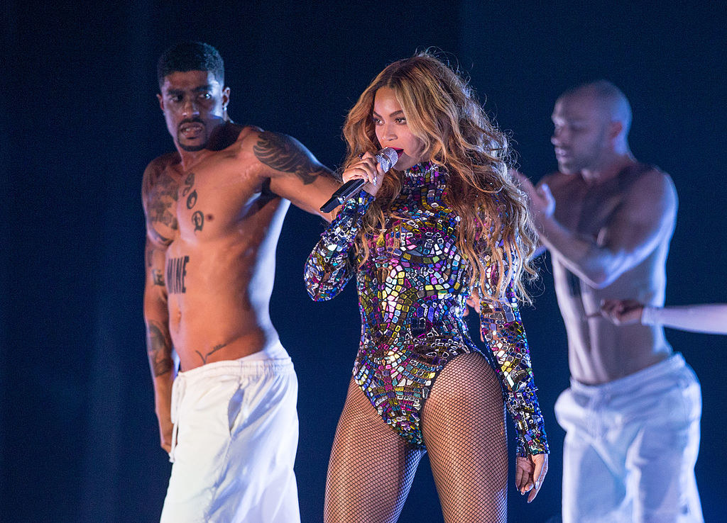 Beyonce performing on stage at the 2014MTV VMAs
