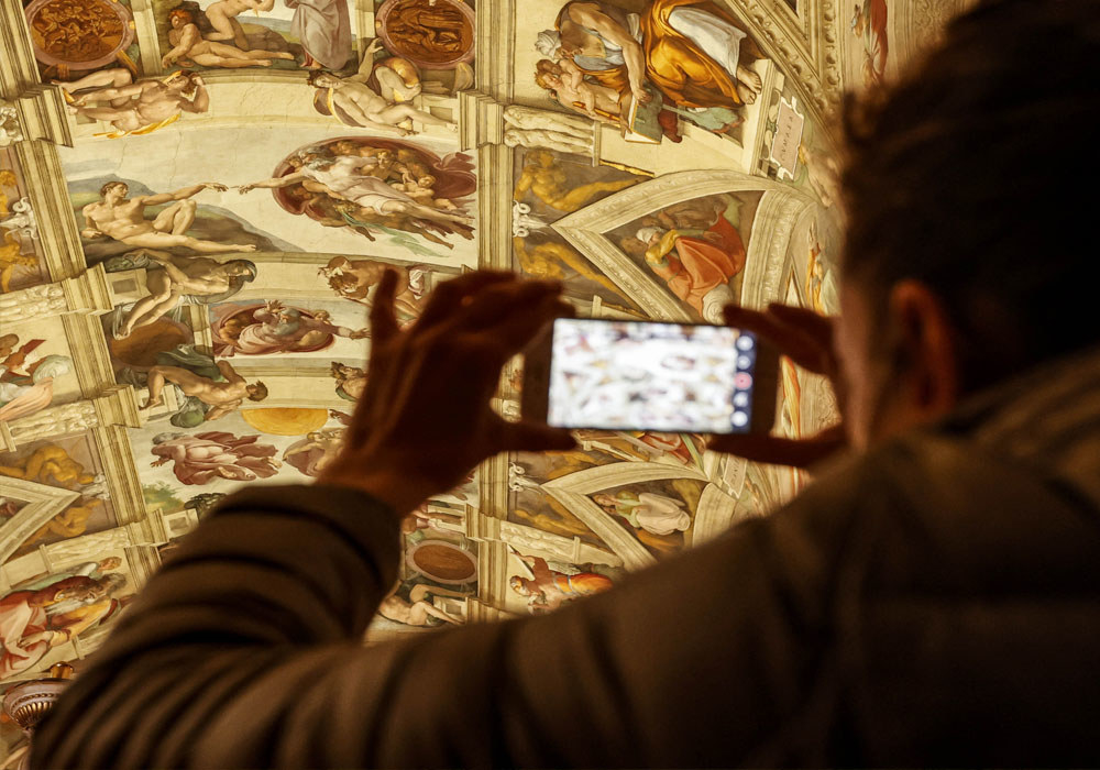 tourist taking photo of the sistine chapel