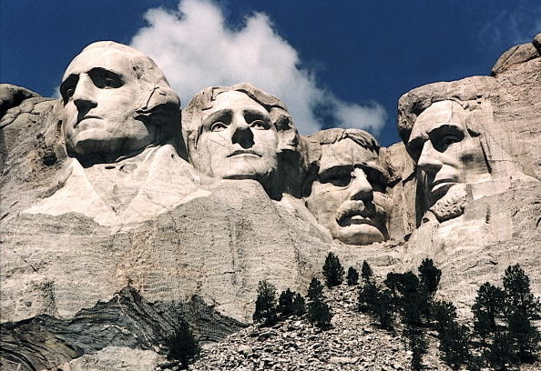 four president heads carved into the mountain