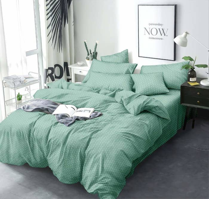 A green cotton double bedsheet with 2 pillow covers