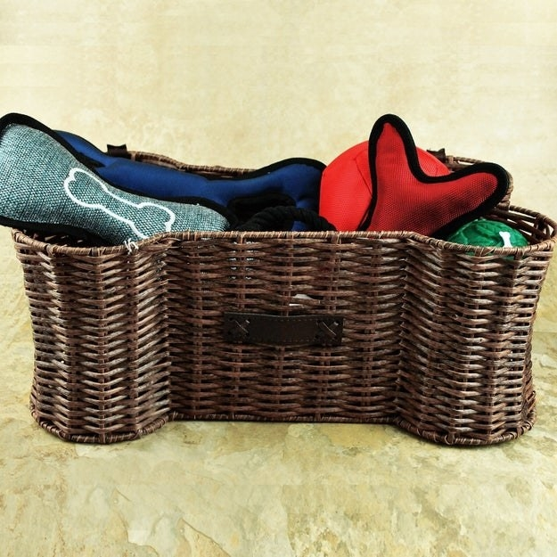 Bone-shaped storage basket.