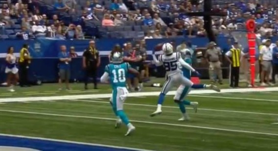 Tyler Vaughns catches football with one hand