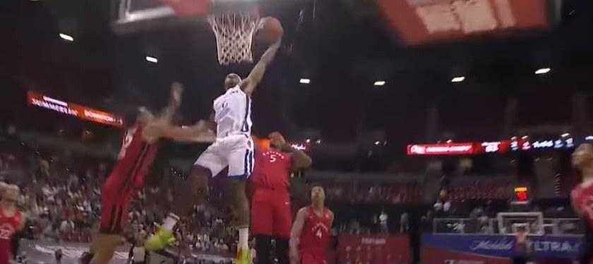 Jonathan Kuminga dunks basketball