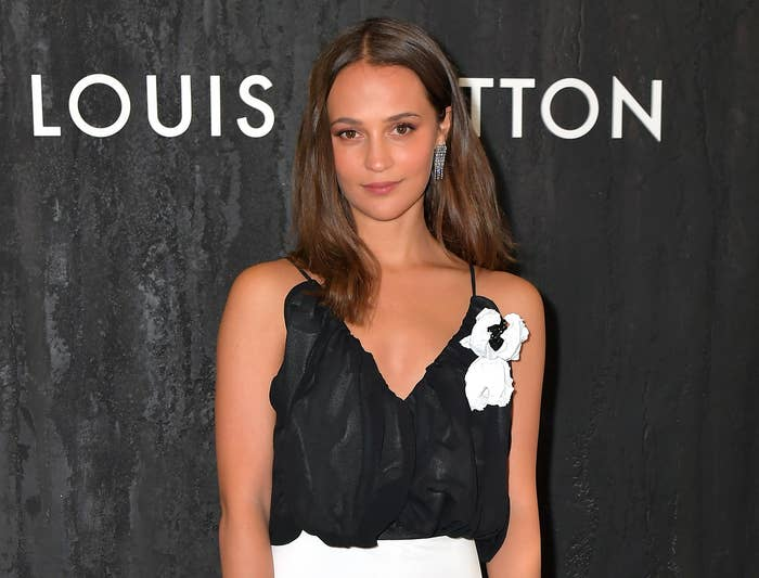 Alicia wears a black tank top to an event
