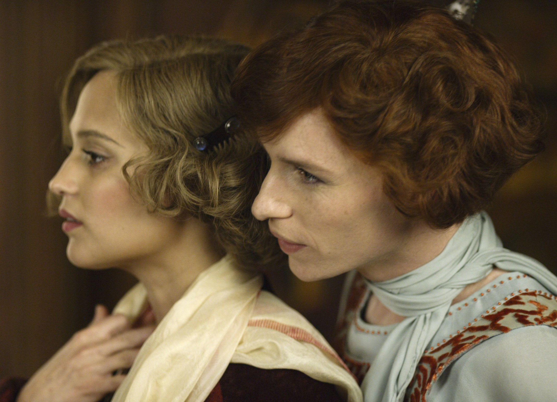 Einar looks over Gerda's shoulder