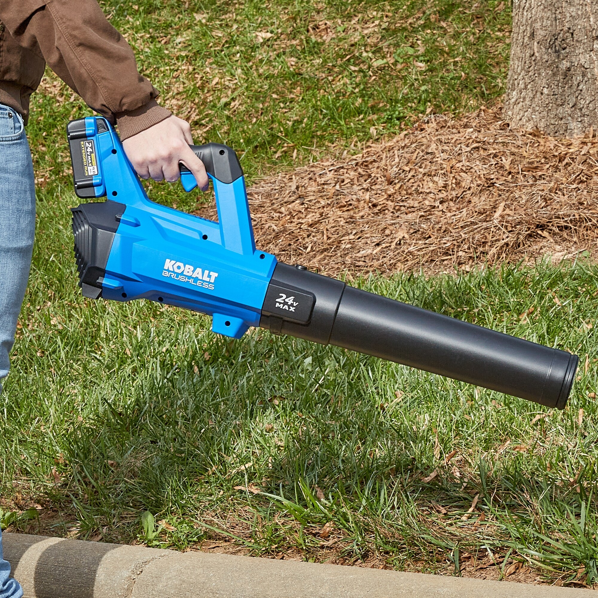 An image of a leaf blower and string trimmer combo kit