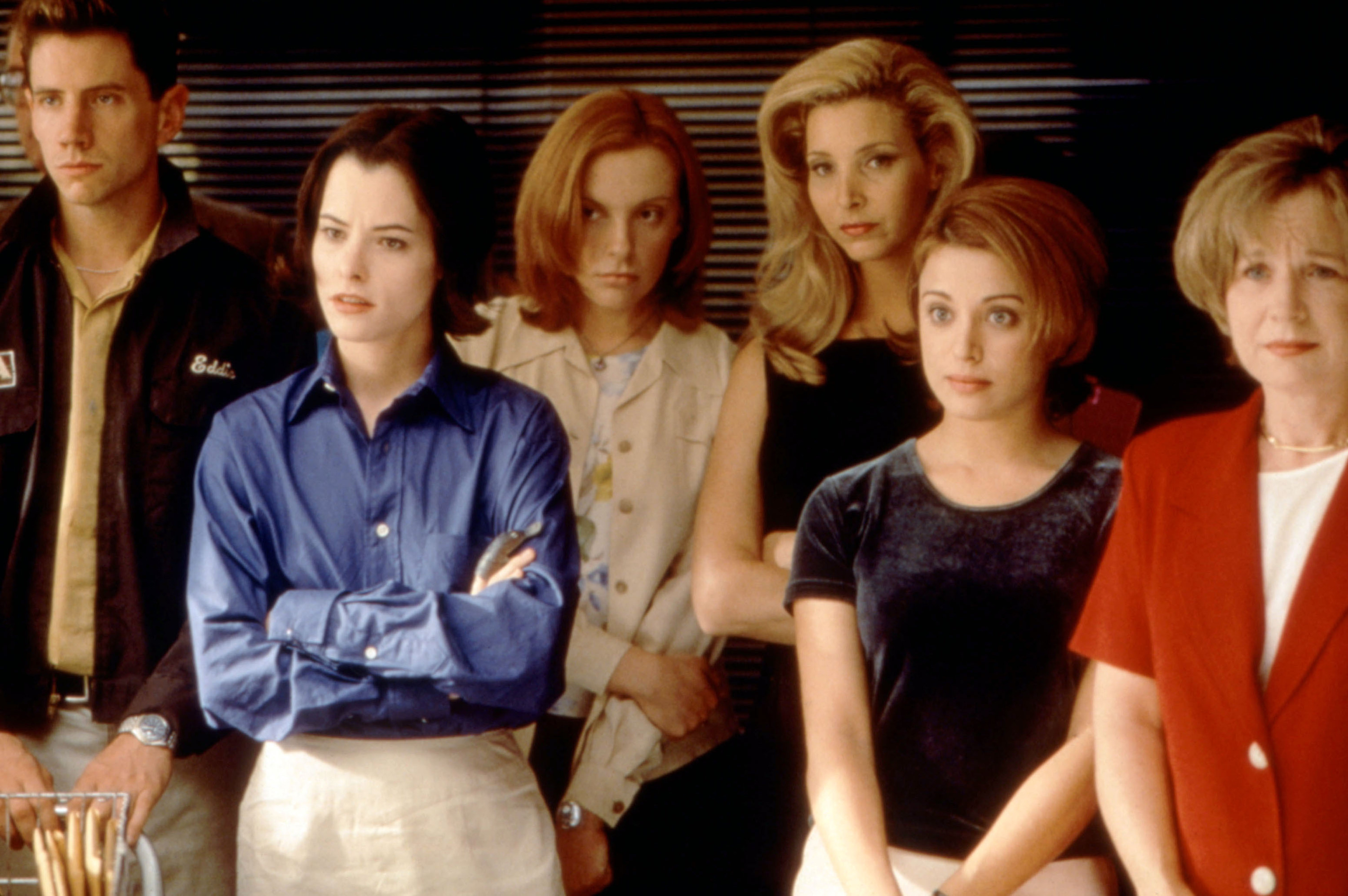 Jamie Kennedy, Parker Posey, Toni Collettte, Lisa Kudrow, Alanna Ubach, and Debra Jo Rupp all stare at something off camera