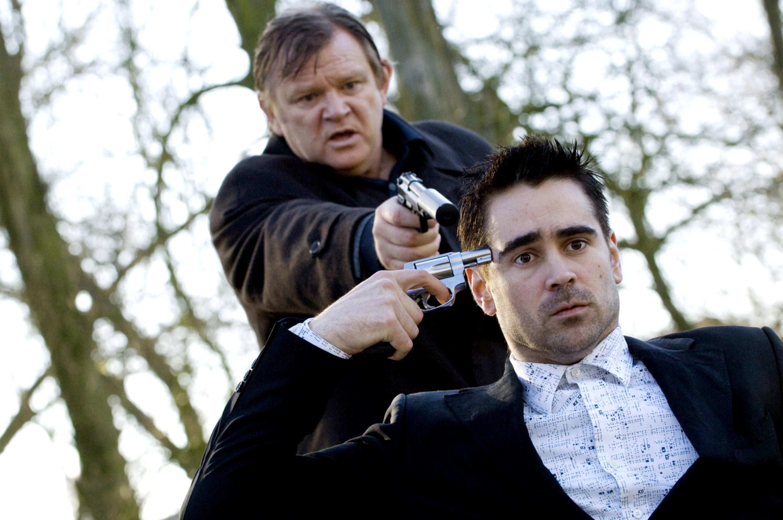 Brendan Gleeson points a gun at Colin Farrell who points a gun at his own head