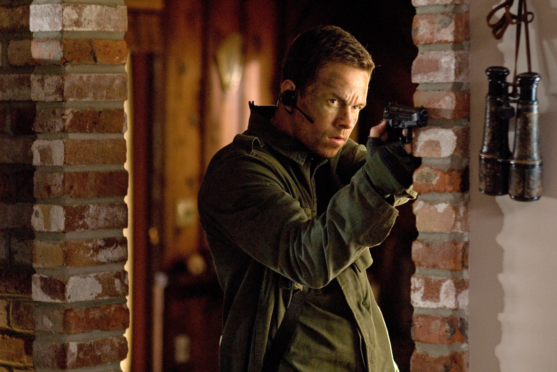 Mark Wahlberg aims a gun