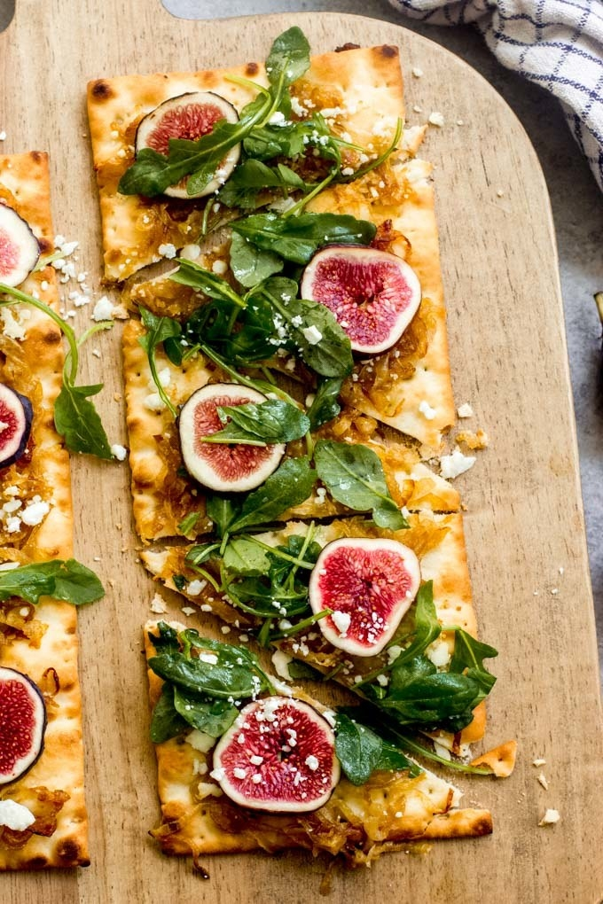 Flatbread with fig and caramelized onions.