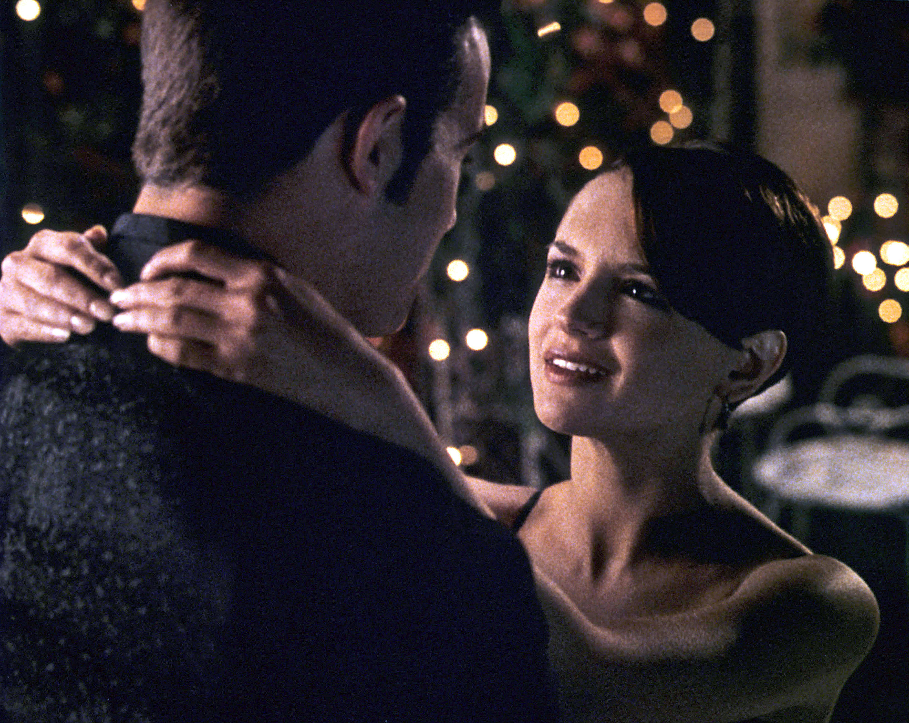 A screenshot from She's All That where Freddie andRachael dance together with their arms around each other