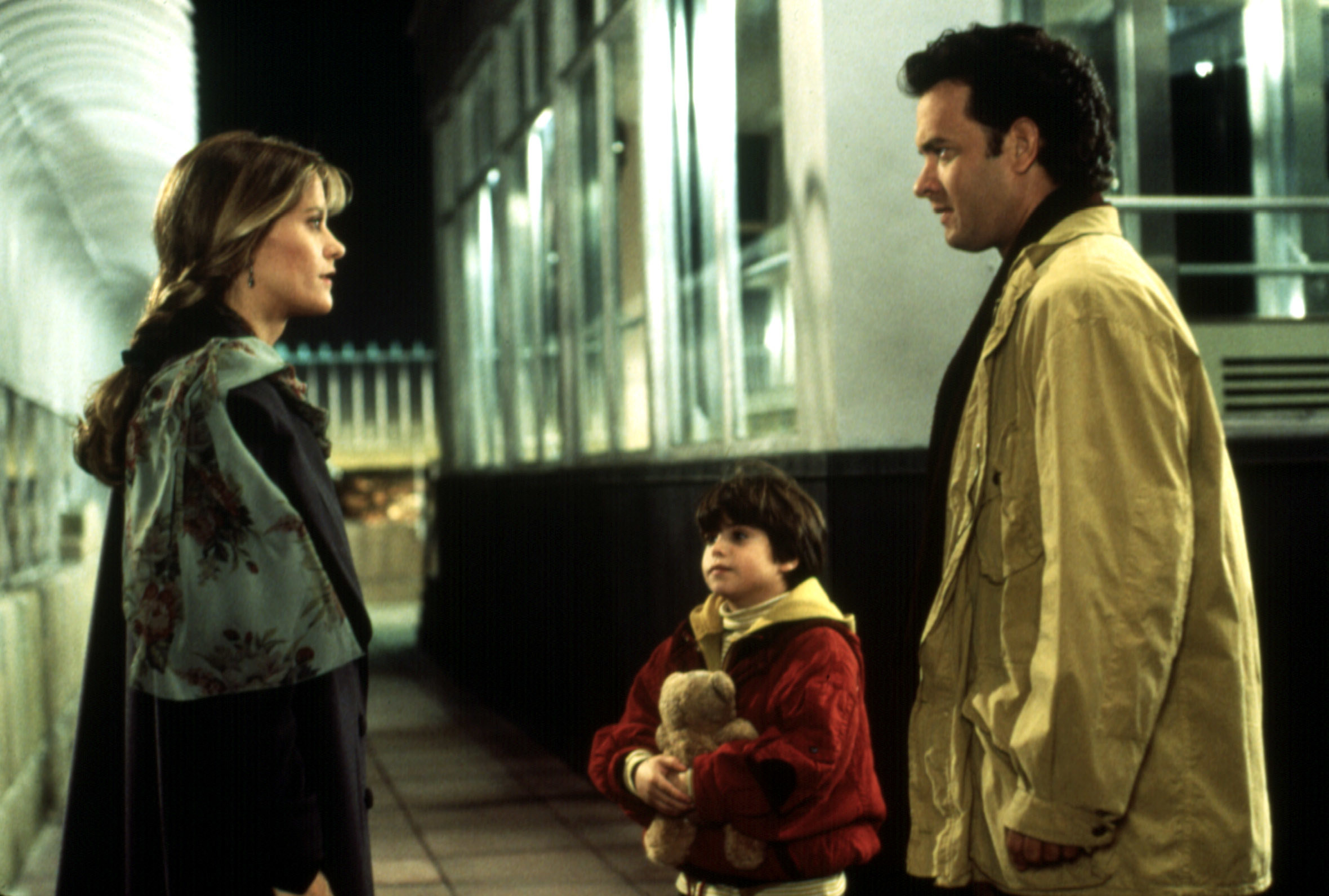 Meg Ryan stands with Ross Malinger and Tom Hanks at the top of the Empire State Building