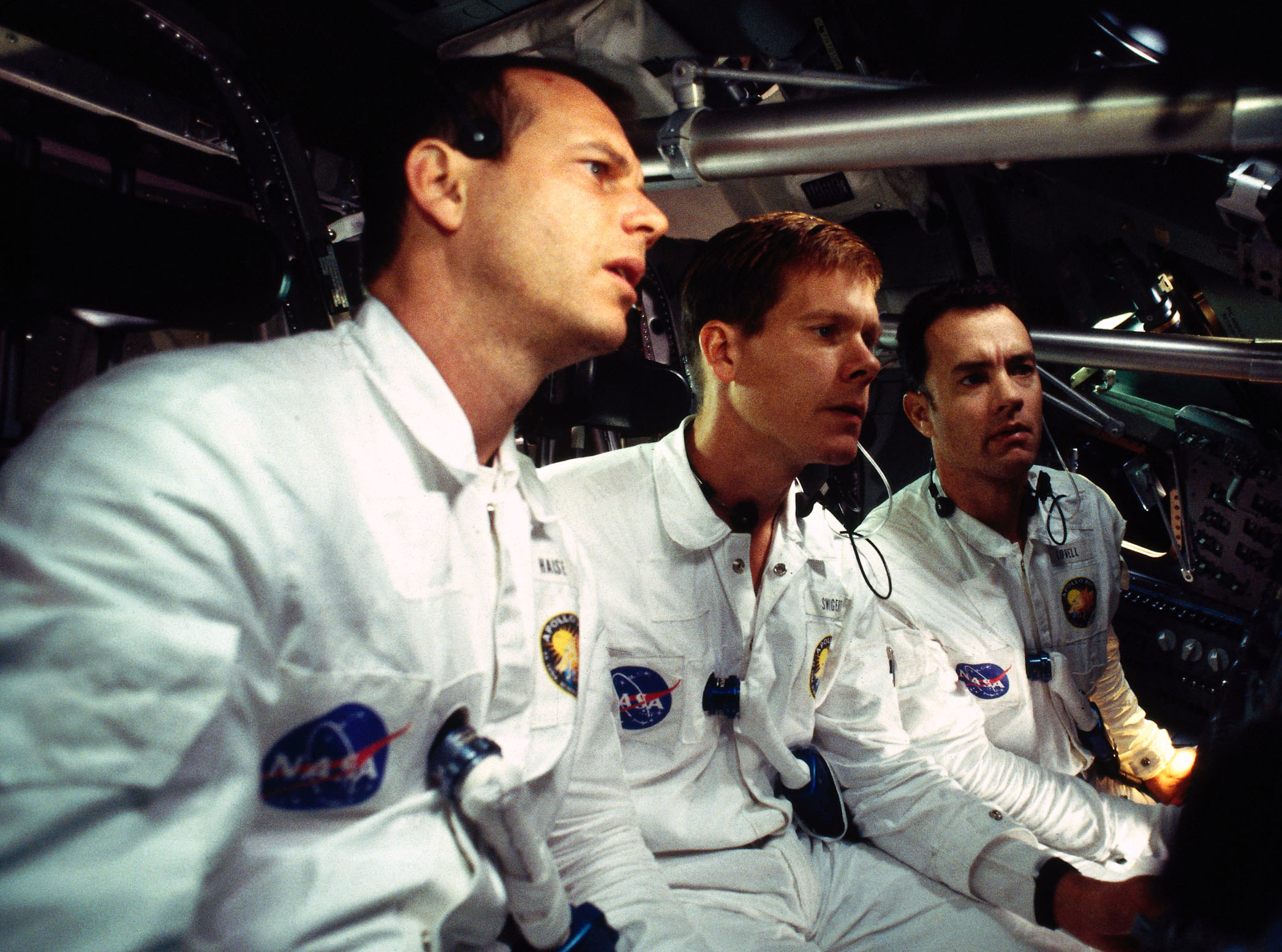 Bill Paxton, Kevin Bacon, and Tom Hanks in a space ship
