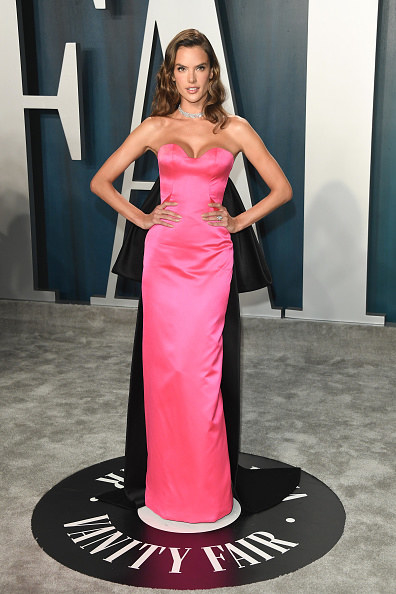 Alessandra Ambrosio wears a fitted gown the Vanity Fair party