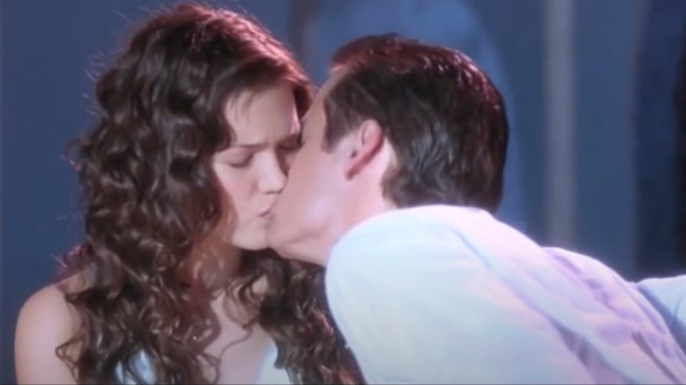 Landon kissing Jamie during the school play
