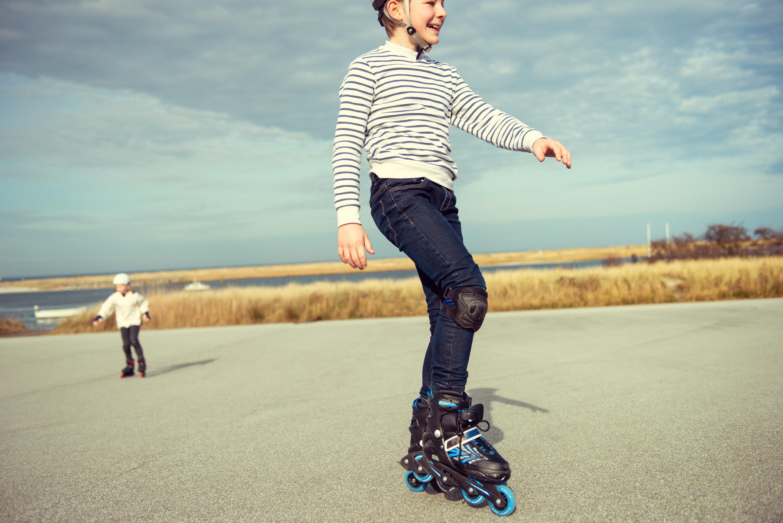 A kid rollerblading