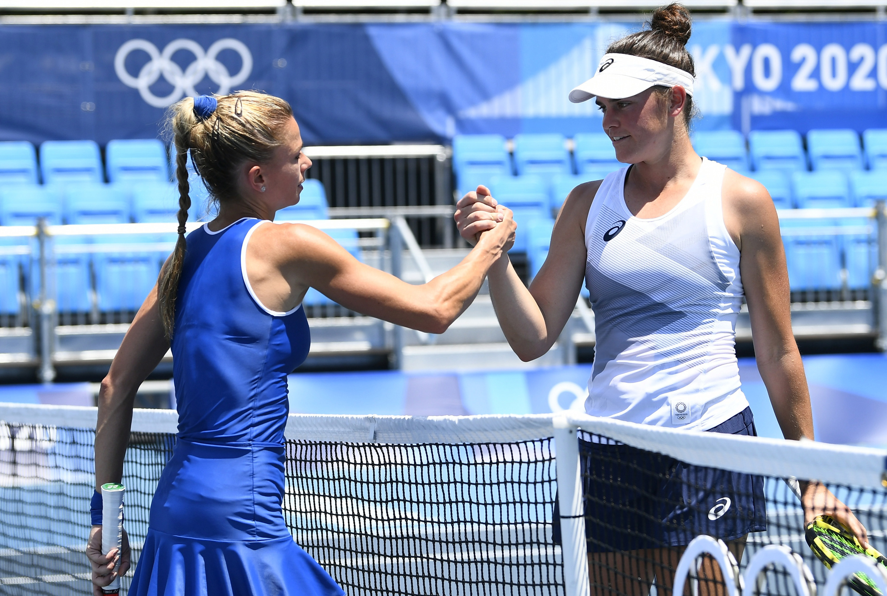 Brady shaking hands with her opponent after losing her match