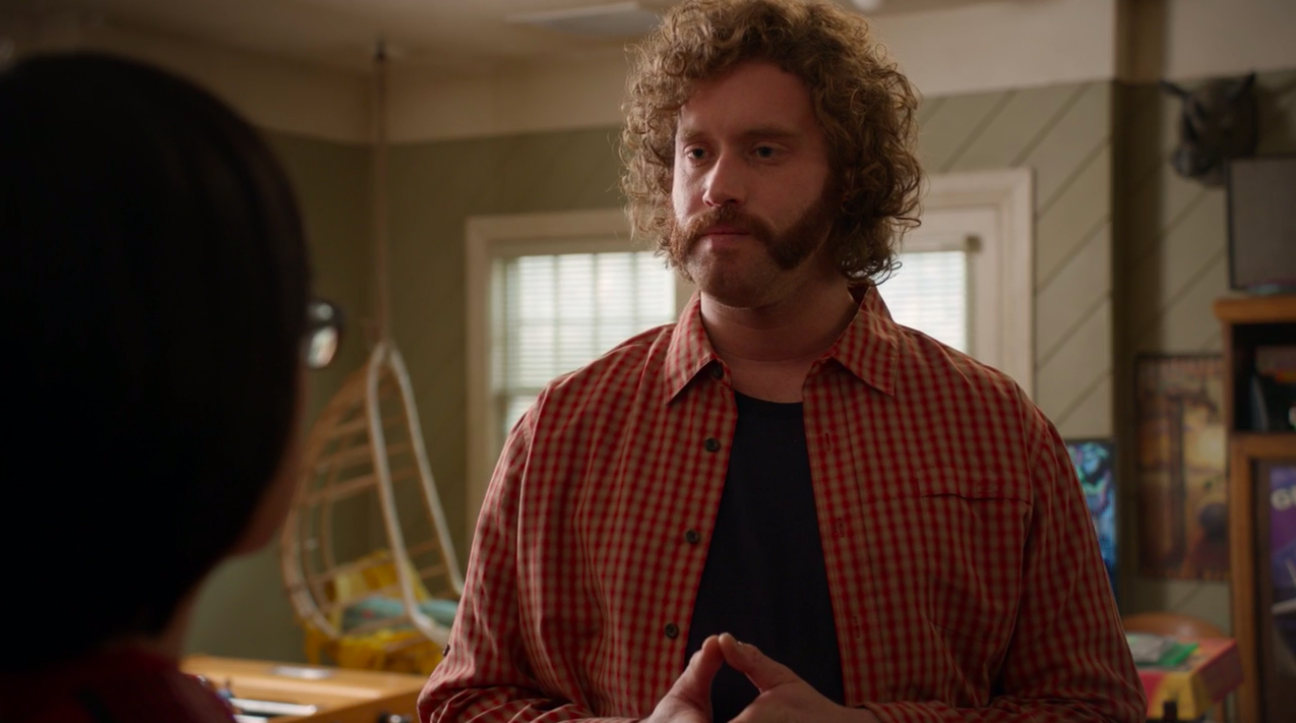 """T.J. Miller sporting mutten chops and a flannel on """"Silicon Valley"""""""