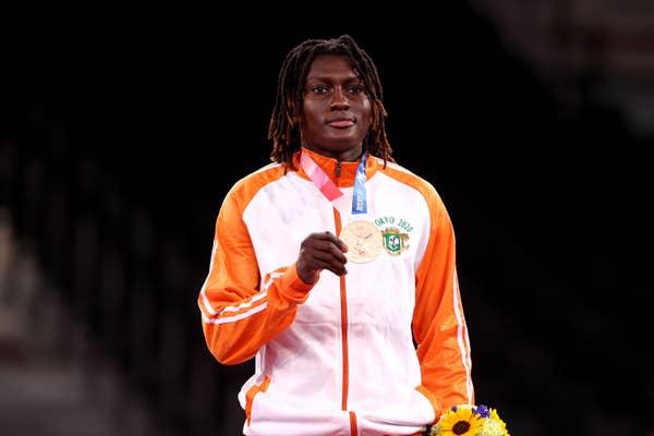 Ruth Gbagbi holds bronze medal