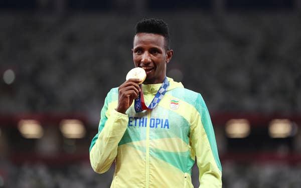 Selemon Barega of Team Ethiopia poses with his gold medal